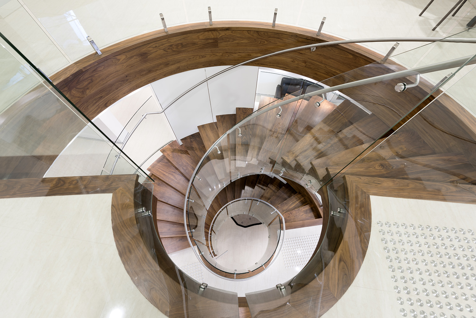 Curved glass solutions, commercial and residential, from Glasshape